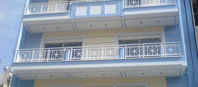 Τετραώροφη πολυκατοικία στην Πειραϊκή