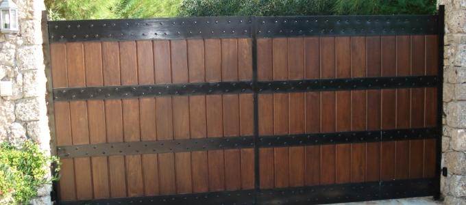 Πόρτα σιδερένια με ξύλινη επένδυση